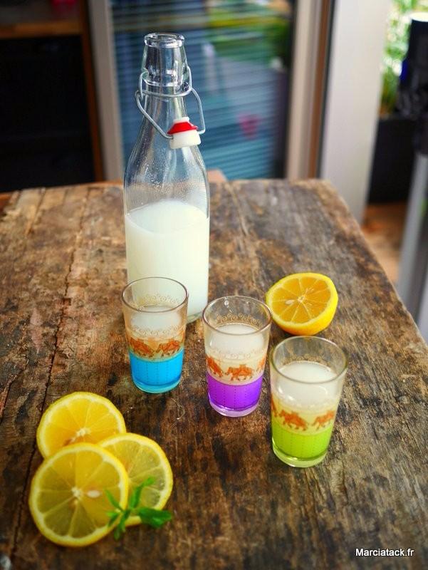 Recette de citronnade, avec fleur d'oranger et lait