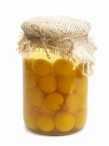 recette de grand-mère : prunes au sirop en bocaux