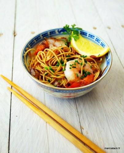 Soupe de crevettes au lait de coco et nouilles chinoises