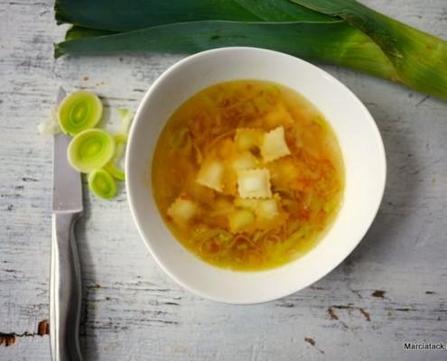 recette de la soupe de ravioles de roman, aux poireaux caramélisés
