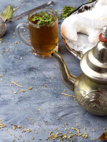Thé à la menthe et cornes de gazelle