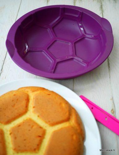 moule tupperware ballon de foot pour réaliser des gâteaux ballon de foot. Facile et rapide