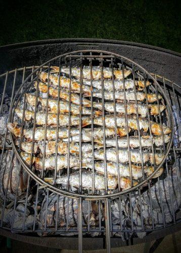 sardines au barbecue grillées au sel