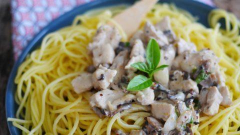 sauce au poulet pour pâtes, au garam massala, lait de coco et basilic