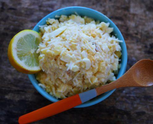 chair de crabe assaisonnée à la mayonnaise et oeuf dur