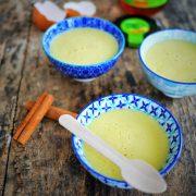 3 bols contenants des crèmes faites à partir de jus de pomme