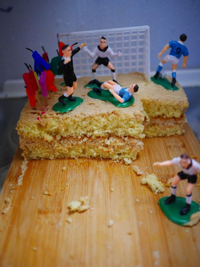 gâteau terrain de foot d'anniversaire