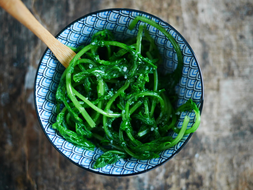 Salade de fanes de radis à l'asiatique