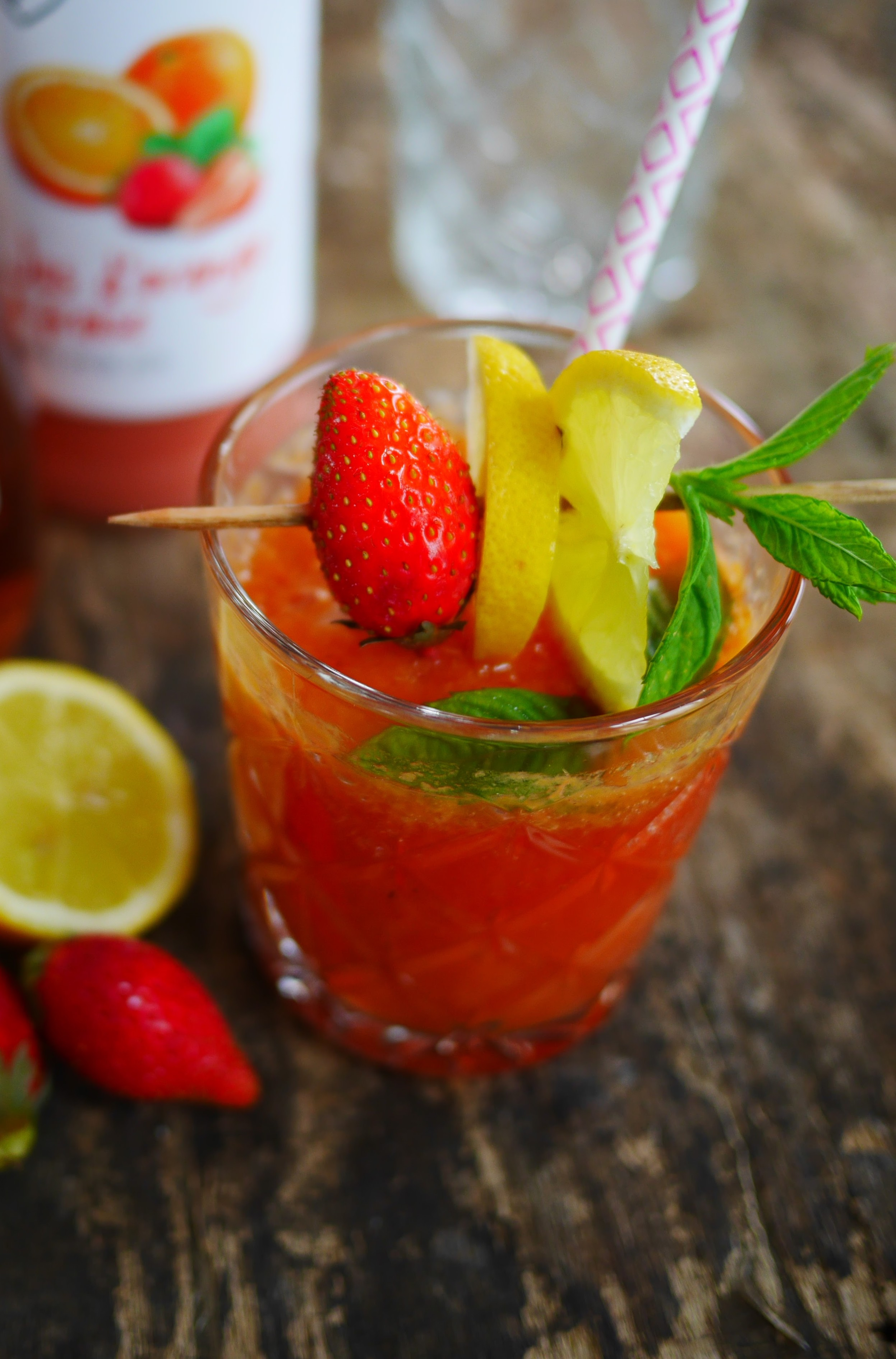 virgin mojito aux fraises sans alcool recettes de. Black Bedroom Furniture Sets. Home Design Ideas