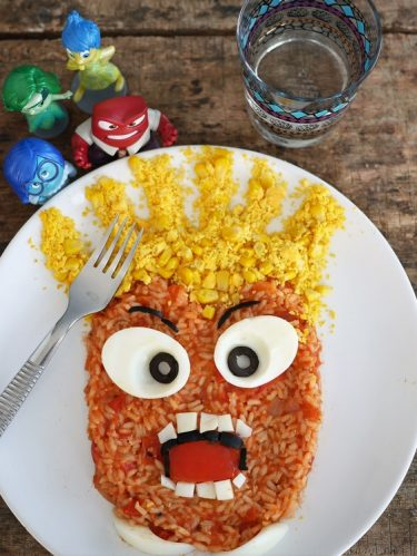 salade composée riz tomates oeuf dur version food art Disney