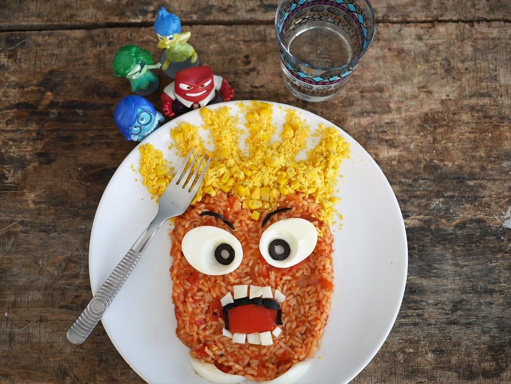salade composée riz tomates oeuf dur version food art Disney