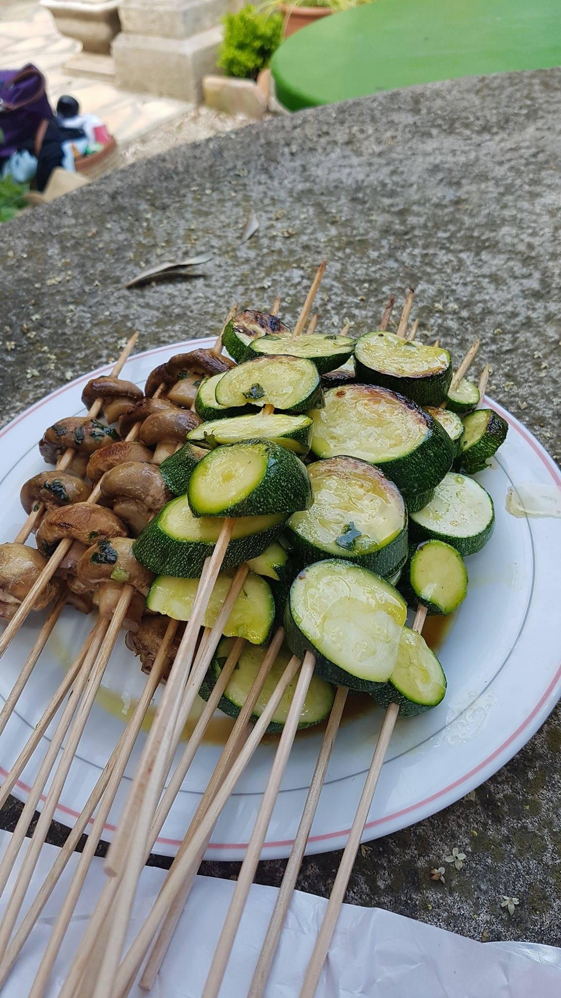 brochettes de courgettes au pesto de basilic