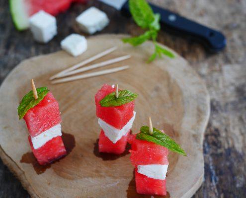 petites brochettes au fruit, pastèque et menthe
