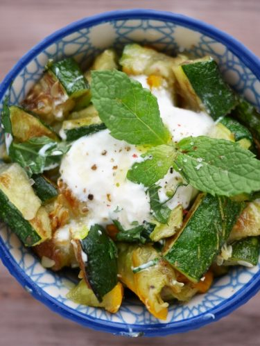 salade de courgette grillées menthe et sauce au yaourt