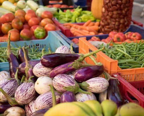 un marché au légumes d'été