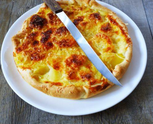 tarte aux pommes de terre, moutarde et gruyère