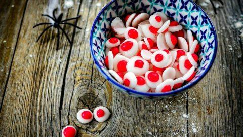 recette des yeux en sucre comestibles pour décorer les gâteaux
