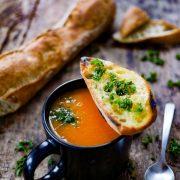 Soupe courge chataigne et crouton huile d'olive