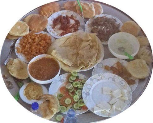 Assiette de nourriture typique du soudan