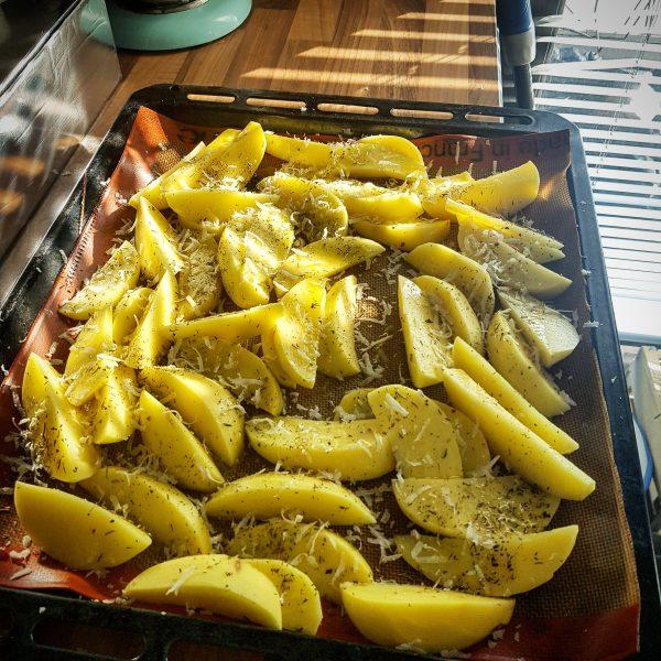 Recette des potatoes fait maison saupoudrées de parmesan et 'herbes de provence