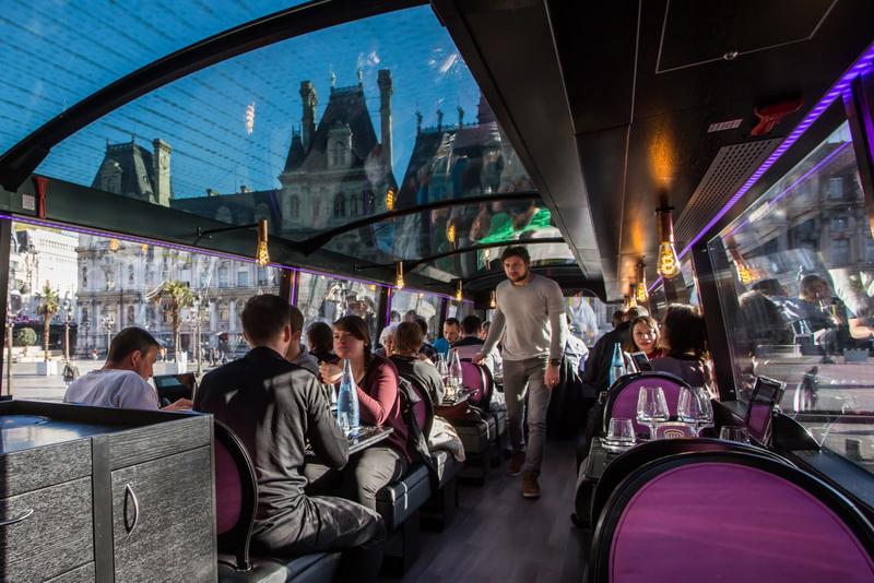 Vous rêviez d'une table de restaurant qui se ballade parmi les plus beaux monuments de Paris?