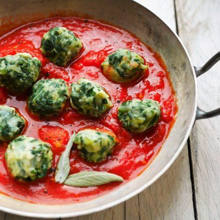 Recette de boulettes de blettes à la niçoise et sauce tomate