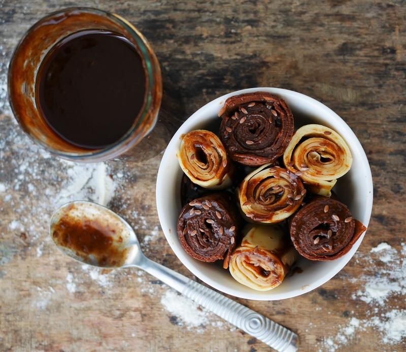 Crêpes chocolat & crêpes vanille nappées de caramel de potiron