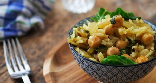 Recette végétarienne de curry de blettes au riz et pois chiches