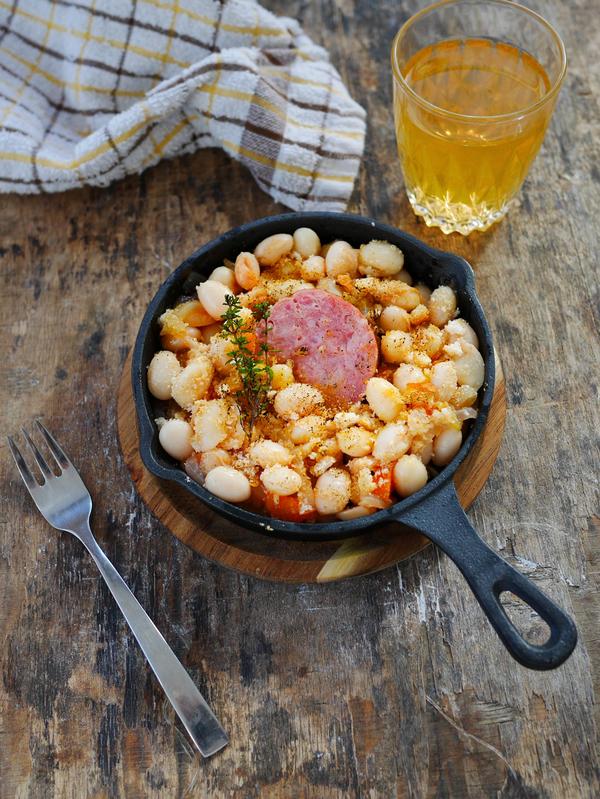 Haricots blancs à la tomate et saucisse de Morteau