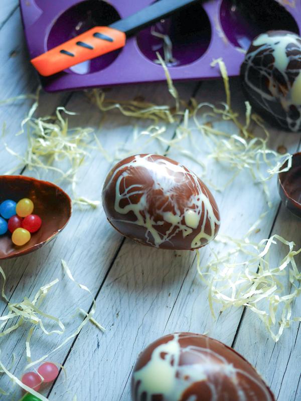 Oeufs en chocolat avec moule Tupperware