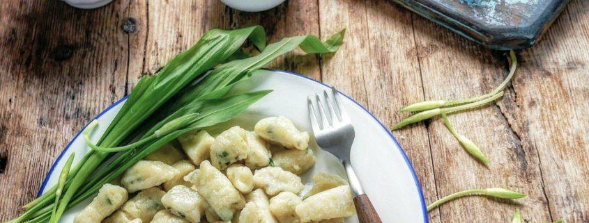 Recette de gnocchis de pommes de terre avec de l'ail des ours et du parmesan