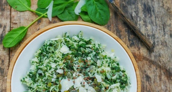 Recette de risotto d'épinards avec du parmesan et des graines de courges et de lin