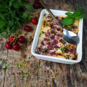 Recette du clafoutis cerises à la menthe et aux pistaches