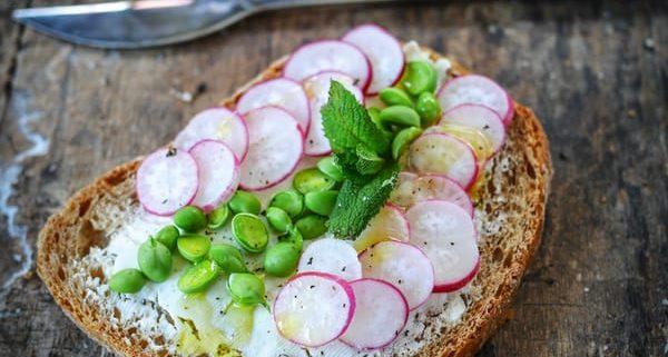Recette de tartine de radis aux petits pois