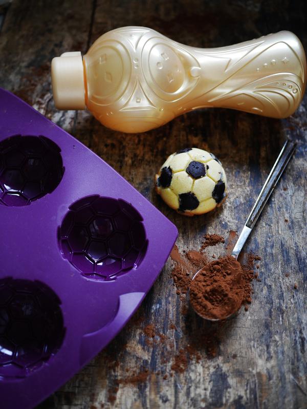 """""""Madeleines"""" en forme de ballon de foot"""