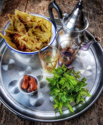 Plateau de thé à la menthe et msemmens