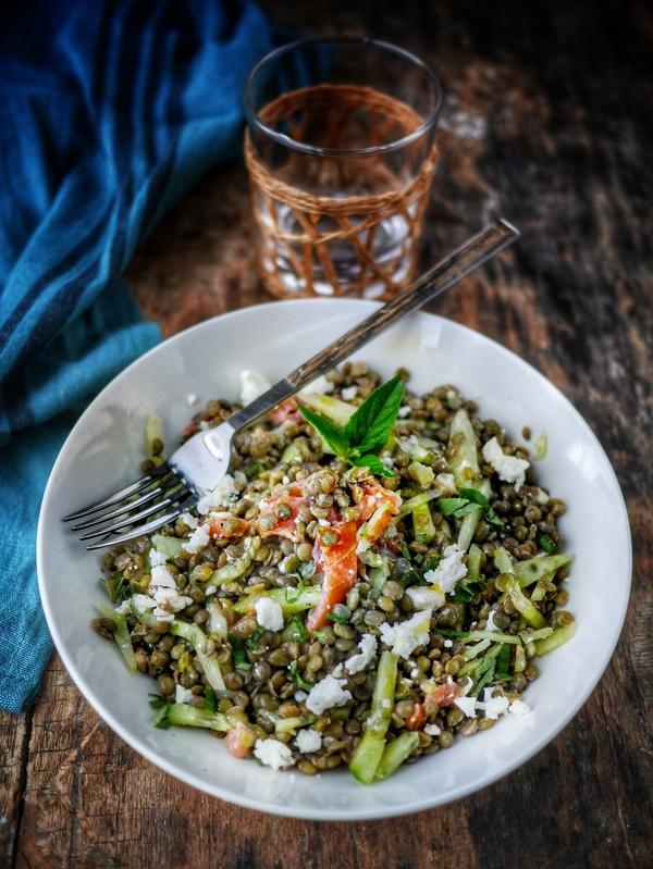 Salade lentilles, concombre et saumon fumé