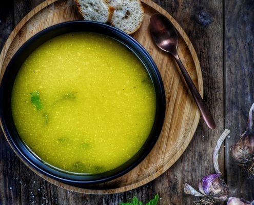 Recette d'une soupe de courgette jaune à la menthe