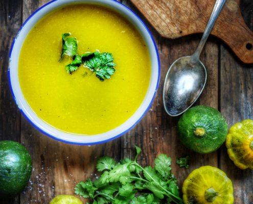 Recette de soupe aux minis pâtissons et coriandre