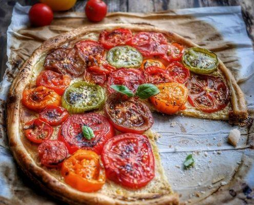 Recette de tarte aux trois tomates, moutarde et pâte feuilletée