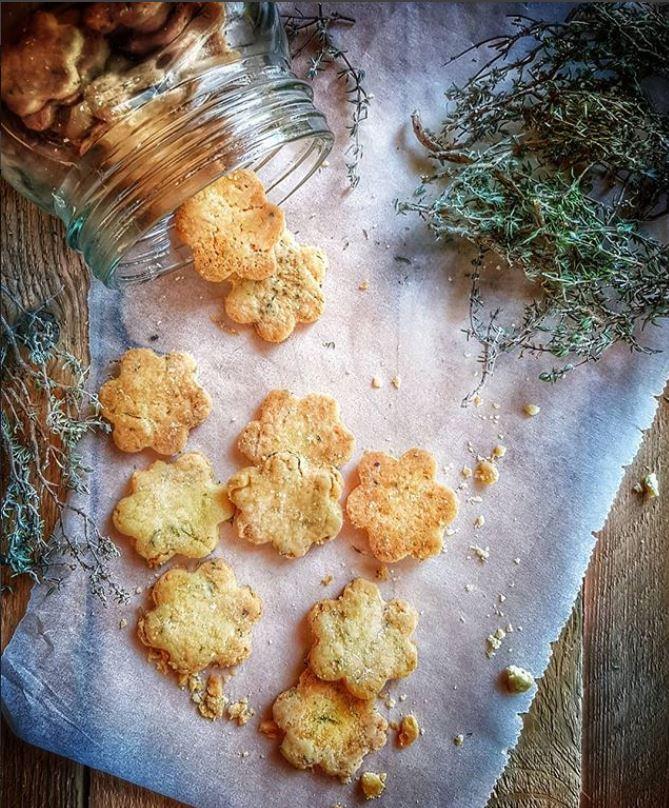Biscuits Apero Au Parmesan Et Thym
