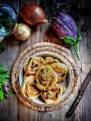 recette de feuilleté d'aubergines avec oignon confits et fromage fondant