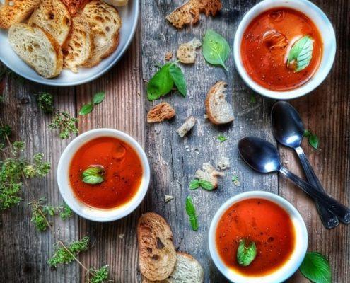 bols de gaspacho de tomates