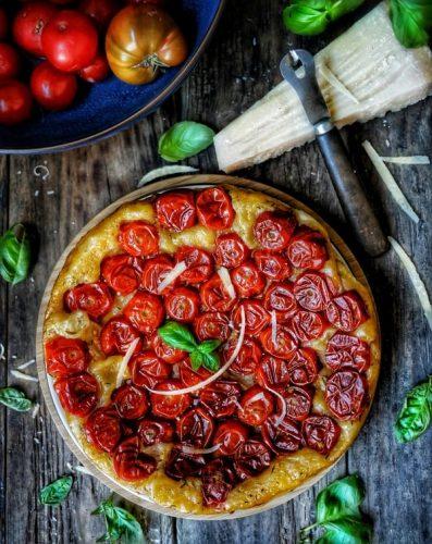 recette tarte tatin aux tomates cerises, parmesan, thym et basilic