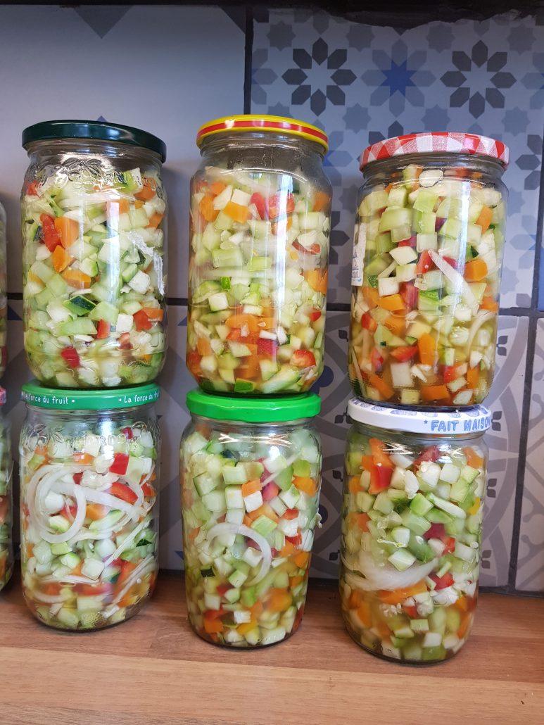 Salade de légumes d'été à l'aigre-douce