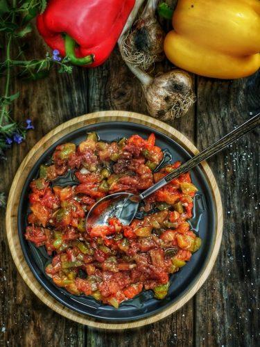 assiette de salade méchouia