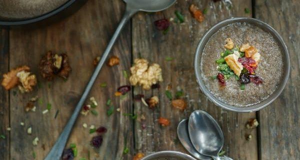 Soupe de champignon de paris aux noix