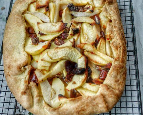 Recette de tarte rustique pommes poires dattes
