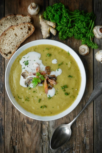 Recette de soupe de poireaux, gingembre et champignons