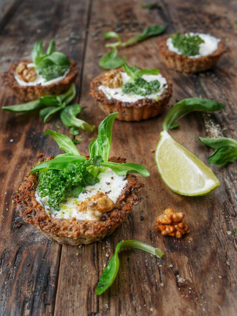 Tartelette au chou kale et aux noix